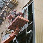 Fassadenarbeiten mit Stahltrapezblechen